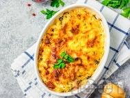 Рецепта Картофи огретен с пушен свински бут, сирене, кашкавал и сос Бешамел